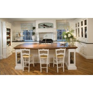 Cottage kitchen by Habersham Home