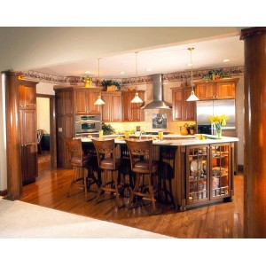Gorgeous Wood Tones kitchen, Mouser