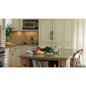 Traditionally Classic kitchen by Plain & Fancy