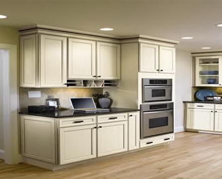 Aristokraft usa kitchens and baths manufacturer for Antique white usa kitchen cabinets