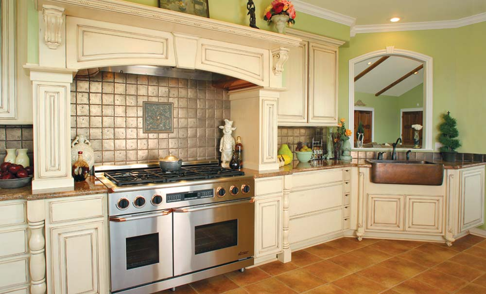 Country Kitchen With Off White Cabinets