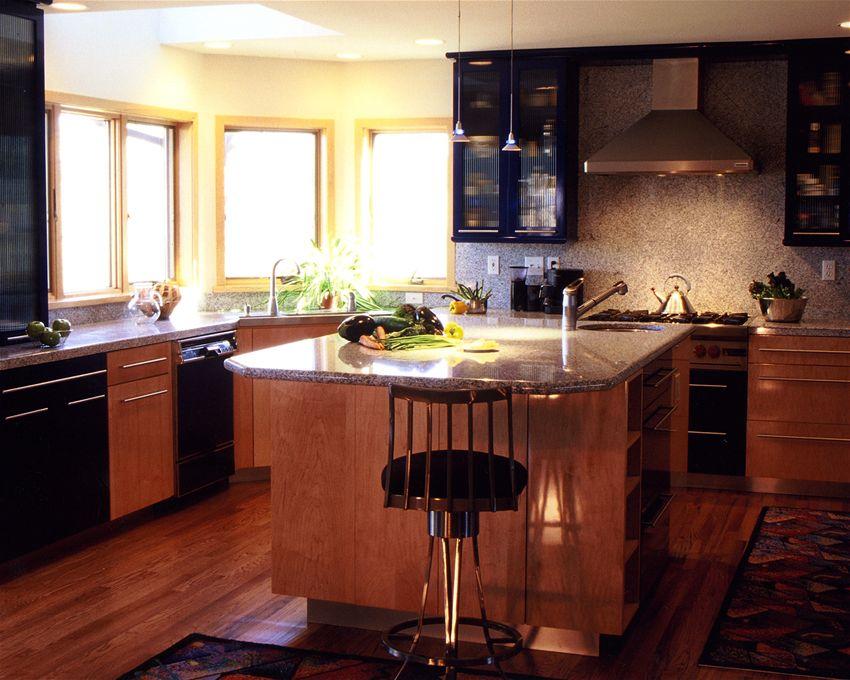 Crestwood : USA : Kitchens and Baths manufacturer