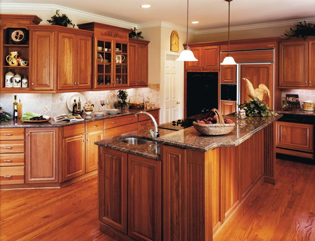 Holiday Kitchens | USA | Kitchens and Baths manufacturer
